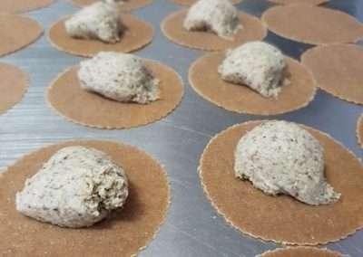 Ravioles con pasta de espelta integral rellenos de setas con trufa